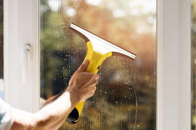 vitres-propres-avec-nettoyeur-de-vitrespes